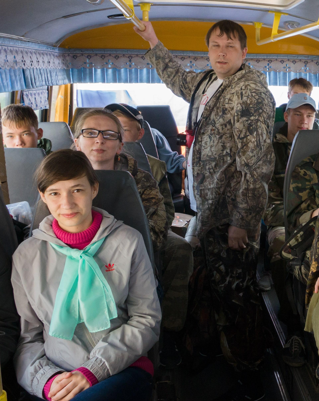 6_в_автобусе-min